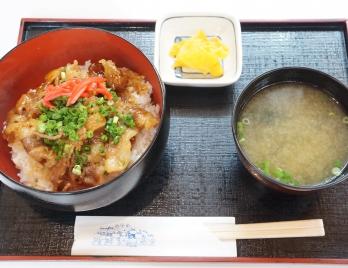 牛カルビ丼 ¥750